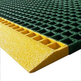 Close up of QuartzGrip Standard mesh edging ramp