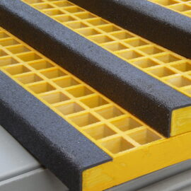 Close up of Quartzgrip Standard Mesh Stair Tread in Yellow and Black